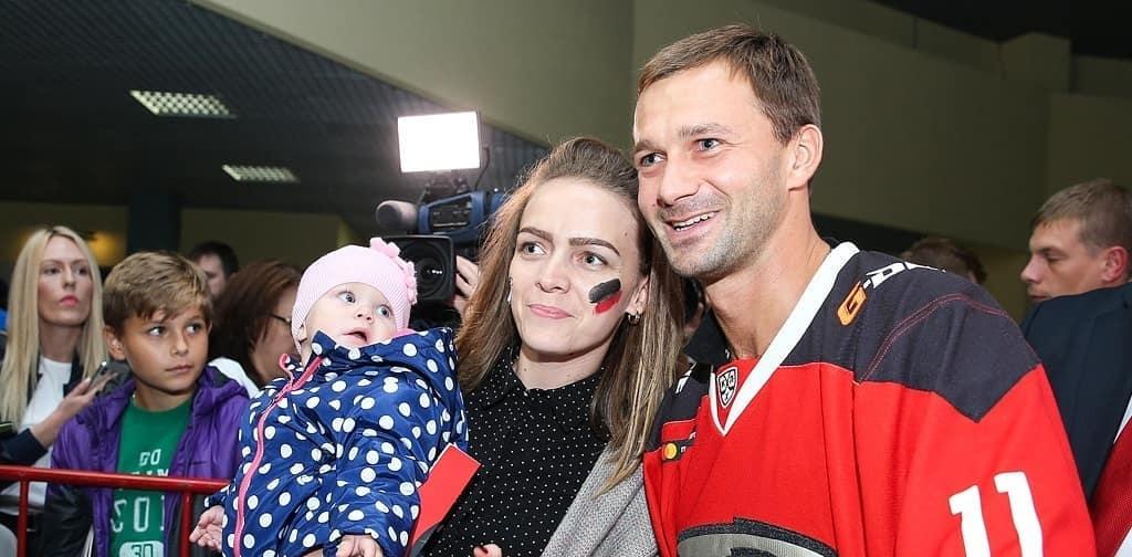 Обзор соцсетей: Сычёв в свитере «Авангарда», игроки «Сочи» едут на метро