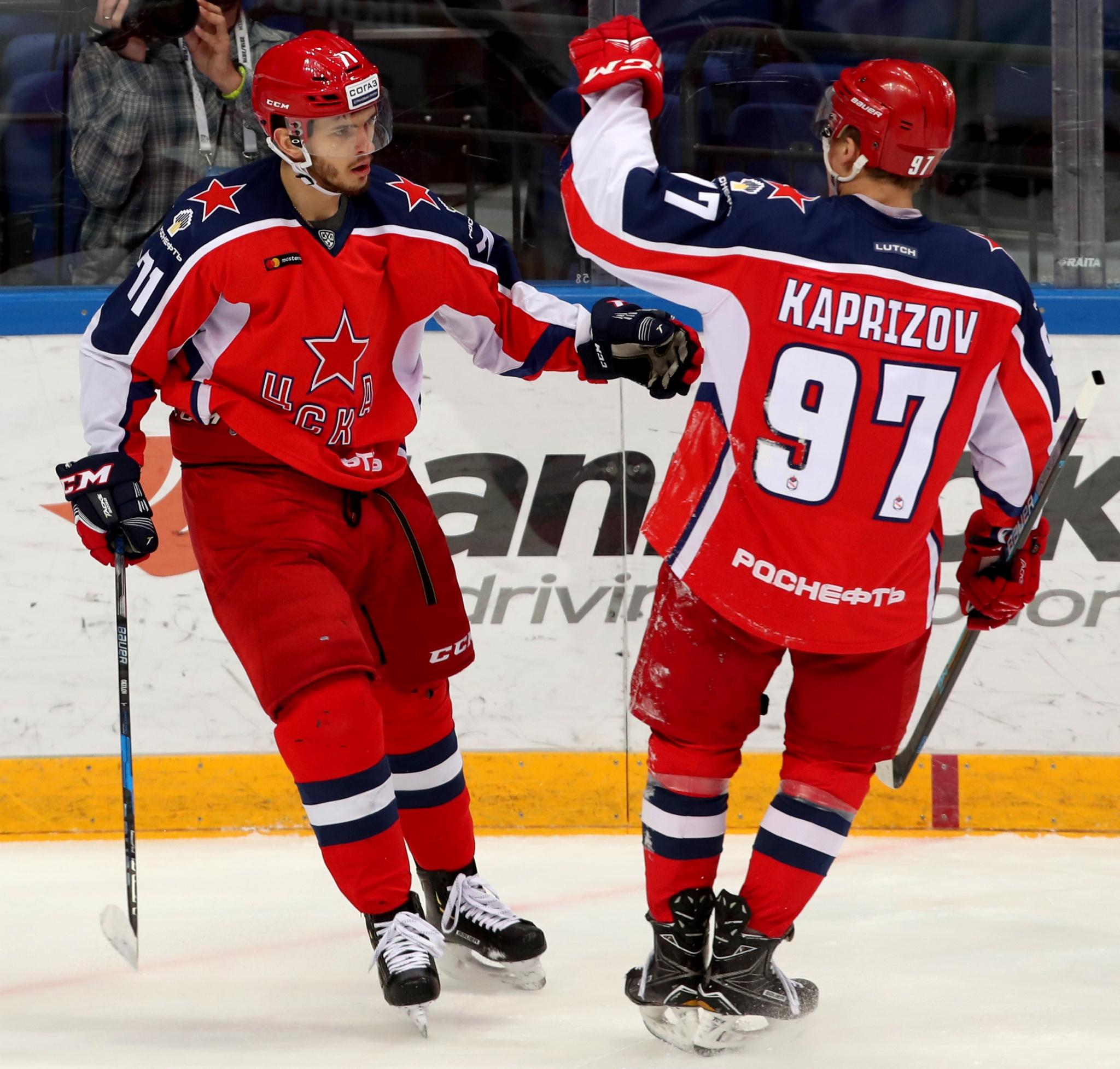 Константин Окулов и Кирилл Капризов. Фото: Алексей Беззубов
